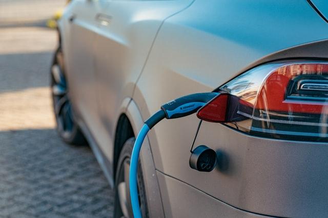 Seguro de auto eléctrico: lo que debes saber